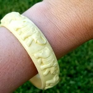 Vintage Jewelry - Vintage Elephant Faux Ivory Bangle Bracelet